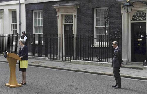 【特蕾莎梅简历】特蕾莎梅的年轻照 英国第二任女首相