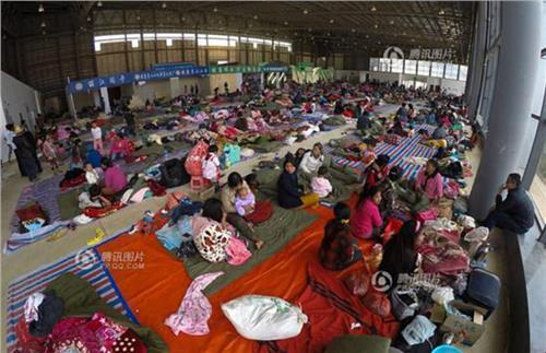 缅甸难民入境 边境玩缅甸少女云南避难图 2015缅甸难民涌入云南玩缅甸少女