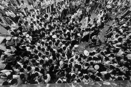 """1992年深圳810 1992年的深圳""""股疯"""":股民群起冲击市政府"""