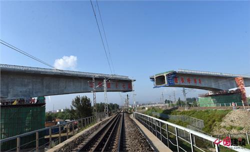 中铁十七局大张高铁 中铁十七局张呼项目:国内高铁最大跨度连续梁墩顶转体成功