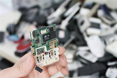 【废线路板提取黄金过程】电路板怎么提炼黄金方法 废旧手机提炼黄金