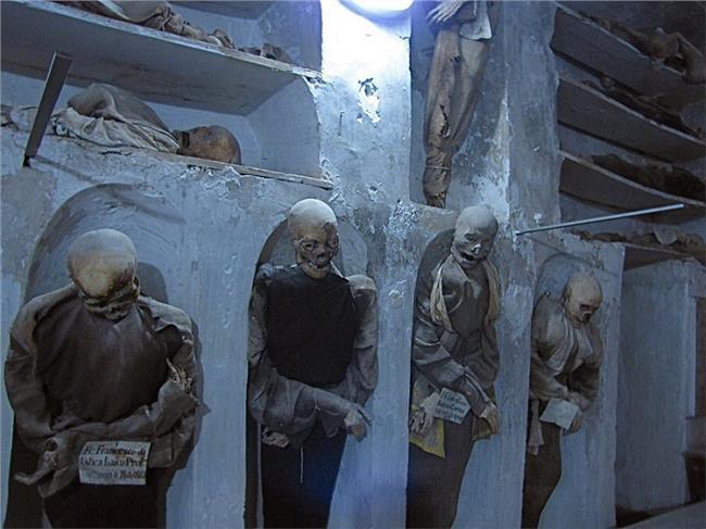 千年古墓女尸黑骨之谜 秦始皇地宫惊现千年睡美人 千年古墓之谜!