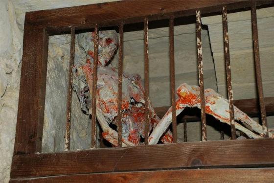 关羽古墓女尸 ?关羽墓中两具女尸?竟是盗墓贼 青龙偃月刀被盗!