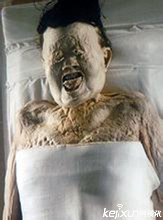 千年古墓女尸 千年古墓竟挖出女活人? 汉代女尸不腐之谜!