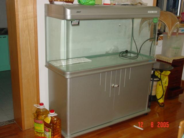热带鱼鱼缸里放盐吗 养热带鱼时 鱼缸里要放些盐吗??