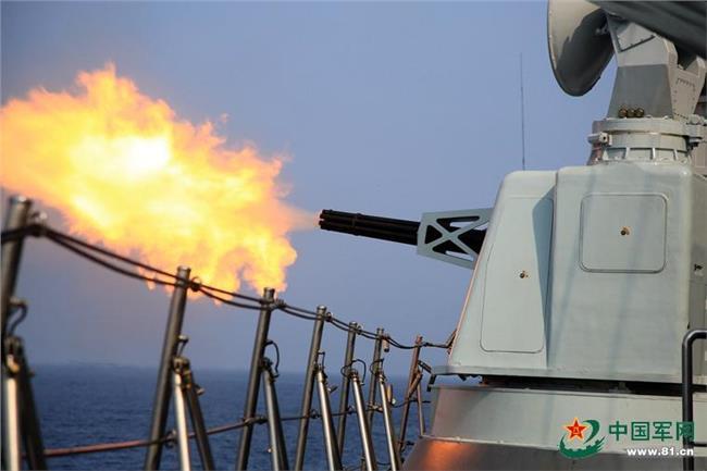 【南海局势最新消息开战】中国海军近百舰艇南海实弹演习