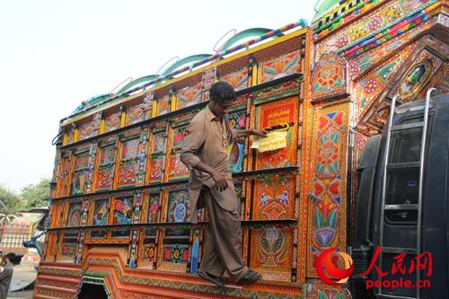 巴铁评价中国援助 印度巴基斯坦人评中国 巴基斯坦人谈中国高铁