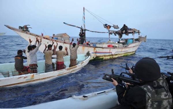 香港网民评论中国撤侨 香港网民评论:中国海军暂停亚丁湾护航任务 前往也门进行撤侨