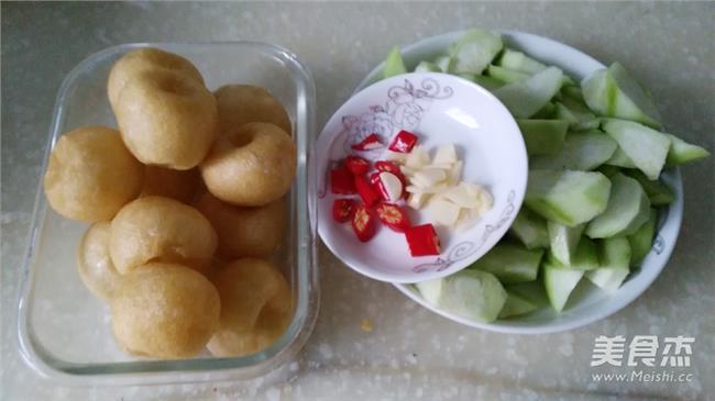 双孢菇炒肉片 双孢菇能和丝瓜一起炒来吃吗?