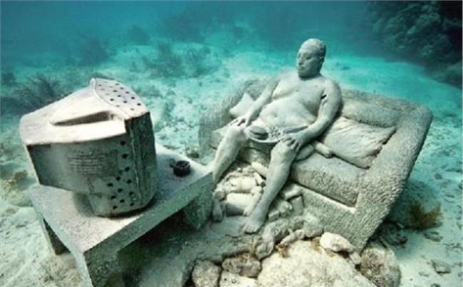 蛟龙号潜水员吓疯 日本湾发现巨大神秘生物 潜水员下水后吓得疯狂上岸